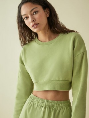 REFORMATION Hunter Crop Sweatshirt Avocado – green cropped sweatshirts