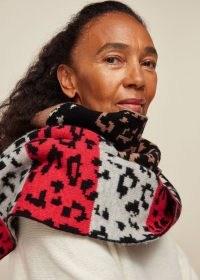 GREEN THOMAS ANIMAL SCARF / mixed pattern wool scarves