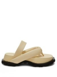 JIL SANDER Padded leather flatform sandals / beige toe post flatforms