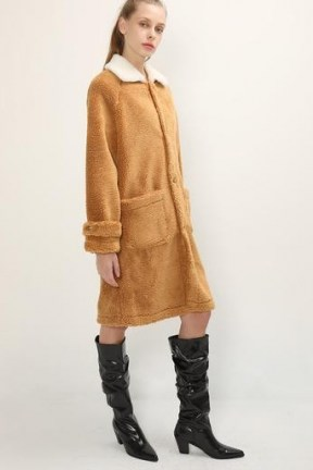 STORETS Brynn Contrast Collar Teddy Coat / brown textured winter coats - flipped