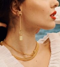 Bella Hadid thick gold necklace, Monica Vinader Doina Wide Chain Necklace 18ct Gold Plated Vermeil, out in New York, 22 December 2020 | celebrity street style accessories | models off duty jewellery