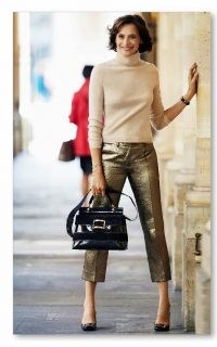 You don't have to go overboard to make a big street style statement as Inès de La Fressange proves ~ effortless but stylish French outfits