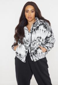 MISSGUIDED plus size white tie dye puffer jacket – casual padded jackets