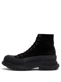 ALEXANDER MCQUEEN Tread Slick exaggerated-sole suede boots / black lace up thick sole boot