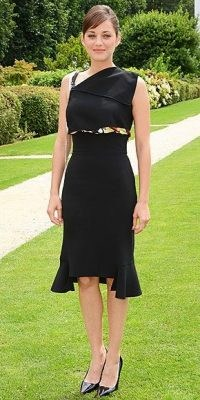 Marion Cotillard / French women with style / chic LBD