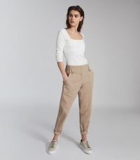 REISS BRADIE COTTON TAPERED CARGO TROUSERS STONE ~ casual pants