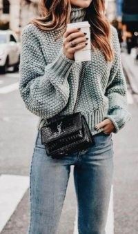 You can never go wrong with a chunky knit sweater, denim and a chic crossbody bag | winter street style | casual luxe
