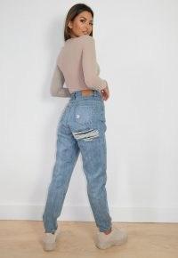sarah ashcroft x missguided blue bum slash riot mom jeans   ripped bum   rip detail denim