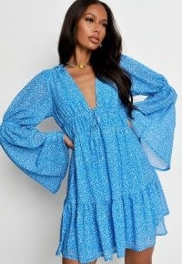 MISSGUIDED blue ditsy floral flare sleeve mini dress – floaty wide sleeve dresses