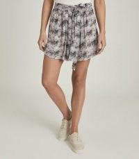 Reiss JONAH CIRCLE PRINTED MINI SKIRT PINK PRINT | flaty circle skirts