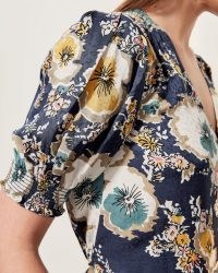 JIGSAW VINTAGE FLORAL GATHERED BLOUSE / shirred puff sleeve blouses