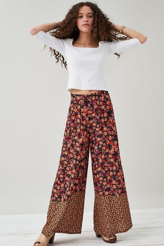 Kachel Lucy Wide-Leg Trousers – retro floral pants - flipped