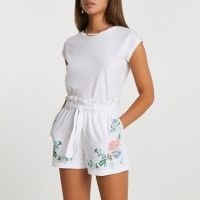 RIVER ISLAND White embroidered paper bag shorts / floral embroidery / tie waist