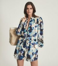 REISS TATE PRINTED PLAYSUIT BLUE – chic tie waist platsuits
