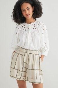 Second Female Linen Shorts Neutral Motif – summer weekend style