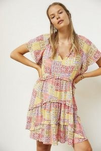 Anthropologie Robin Tiered Mini Dress Pink Combo – womens printed flutter sleeve dresses