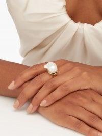 NADIA SHELBAYA 206 Bague baroque-pearl & 18kt gold ring – statement rings – large pearls