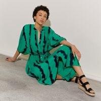 RIVER ISLAND Green short sleeve tie dye midi dress / button front tie waist dresses