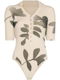 Jacquemus Yauco V-neck bodysuit – beige rib knit leaf print bodysuits