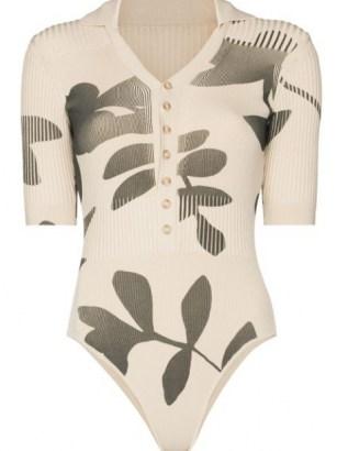 Jacquemus Yauco V-neck bodysuit – beige rib knit leaf print bodysuits - flipped
