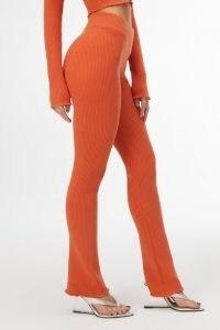 GOOD AMERICAN LETTUCE EDGE BABY FLARE | orange knitted slim fit flares