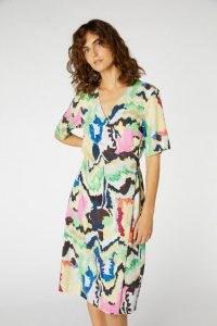 Rebecca Scibilia x Gorman TEXTA MOUNTAIN DRESS – short sleeve printed wrap dresses