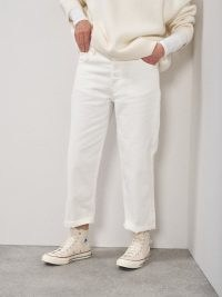 RAEY Dad organic-cotton baggy boyfriend jeans ~ white denim