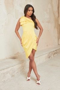 LAVISH ALICE heavy satin bow shoulder dress in lemon yellow – luxe style one shoulder party dresses – going out evening glamour