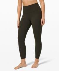 Sofia Richie black leggings, lululemon Align HR Pant 25″, out in Los Angeles, August 2021 | casual celebrity street style | yoga pants