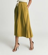 Reiss ARIELLA FINE JERSEY PLEATED MIDI SKIRT YELLOW – chic sustainable skirts – womens recycled fabric fashion