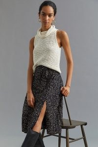 Daniel Rainn Pleated Skirt Black Motif – spot print split hem skirts