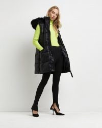 River Island Black padded longline gilet – womens puffer style gilets with faux fur lined hood