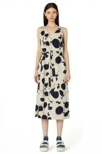 gorman SQUEAKY CLEAN DRESS – sleeveless V neck tie waist dresses – natural oatmeal linen fashion – womens splatter spot print clothing