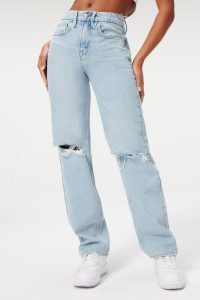 Sophie Turner light blue ripped at the knee jeans, GOOD AMERICAN GOOD '90S in Blue542, out in West Hollywood, 25 October 2021 | celebrity street style denim | what celebrities are wearing now