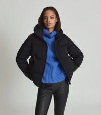 REISS THEA SHORT PUFFER JACKET BLACK ~ womens stylish padded winter jackets ~ womens casual hooded puterwear ~ thumb hole detail cuffs