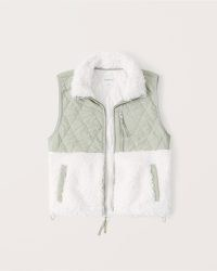 ABERCROMBIE & FITCH Cropped Two-Tone Sherpa Vest – green luxe style faux shearling fur colour block vests – womens on trend gilets – fashionable sleeveless winter jackets