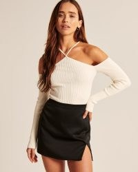 Abercrombie & Fitch Strappy Halter Sweater Bodysuit in off white – cold shoulder bodysuits